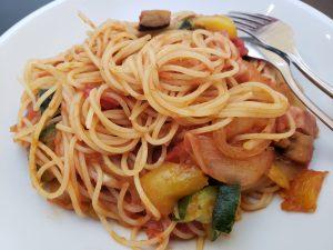 アンジョルノのトマトソース菜園野菜のアマトリチャーナ