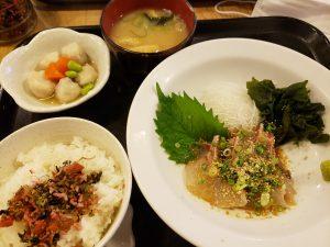梅山鉄平食堂で胡麻真鯛定食