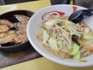 黒崎、鉄鍋で餃子とちゃんぽん
